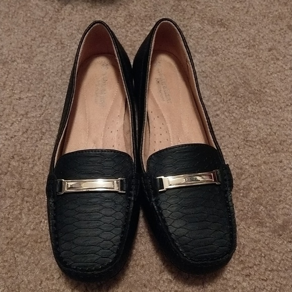 ee39885114f NWT Naturalizer Sidney Loafers in Black - 7